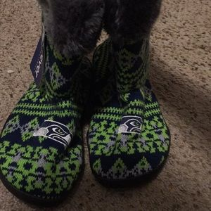 Seahawks slippers size 11